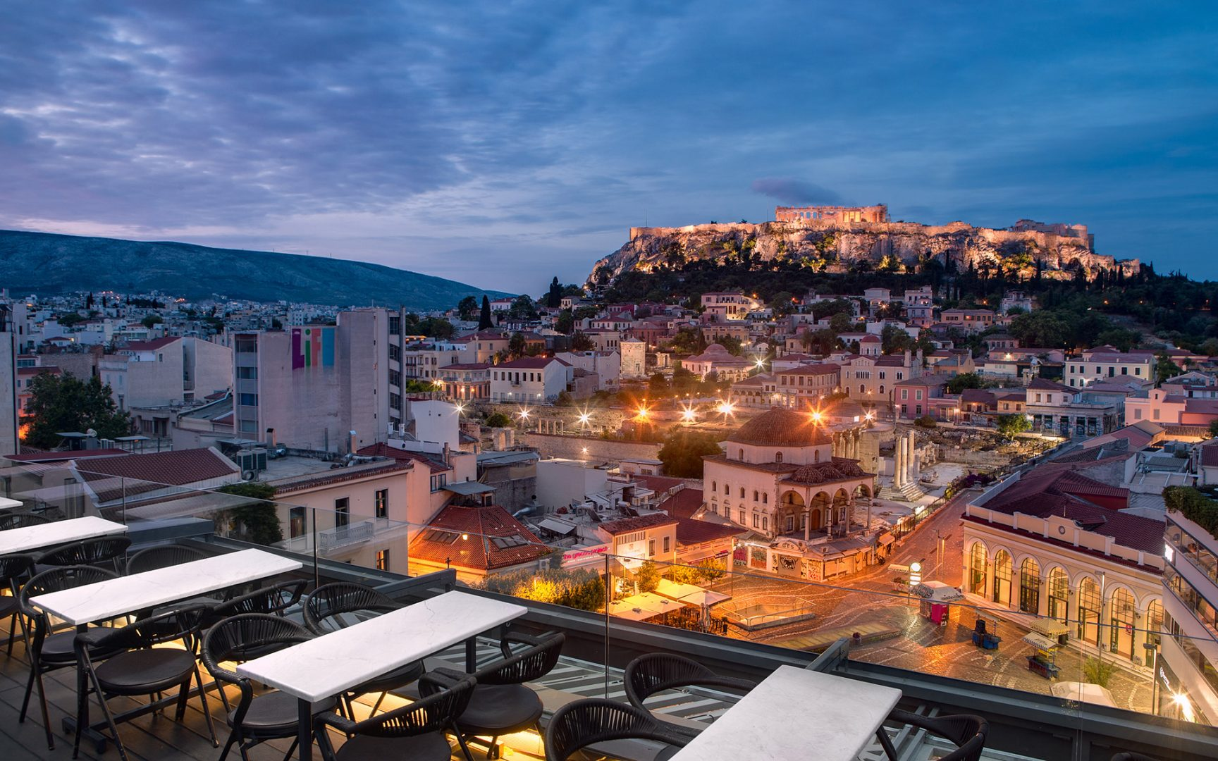 Α rooftop bar with a stunning view of the Acropolis